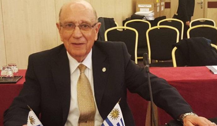 imagen de Designación del Esc. Hernán de la Fuente como Consejero Honorario de la UINL