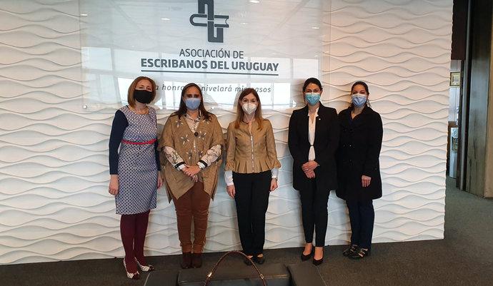 imagen de Reunión de representantes de la AEU y el CRC con la Diputada Esc. Virginia Fros